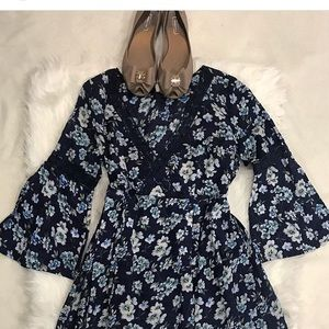 Dresses & Skirts - Floral print dress with long sleeves